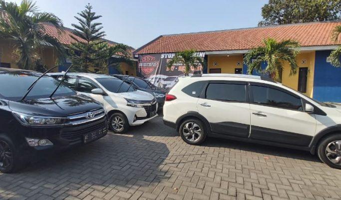 Rental mobil Toyota Innova Reborn di Surabaya